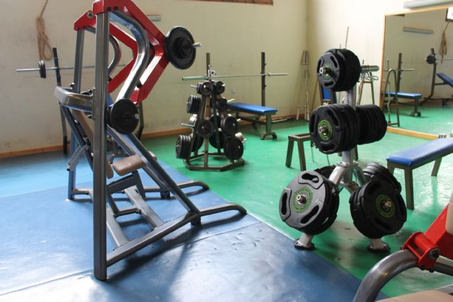 Nuevos aparatos de musculación para ofrecer un mejor servicio a los usuarios del gimnasio de La Rafa - 2, Foto 2