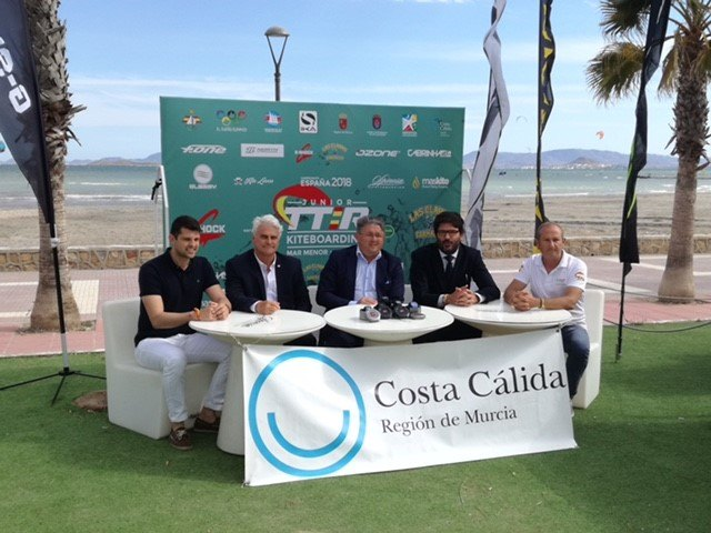 El Campeonato de España junior de kitesurf proyecta la imagen del Mar Menor como destino náutico de referencia - 2, Foto 2