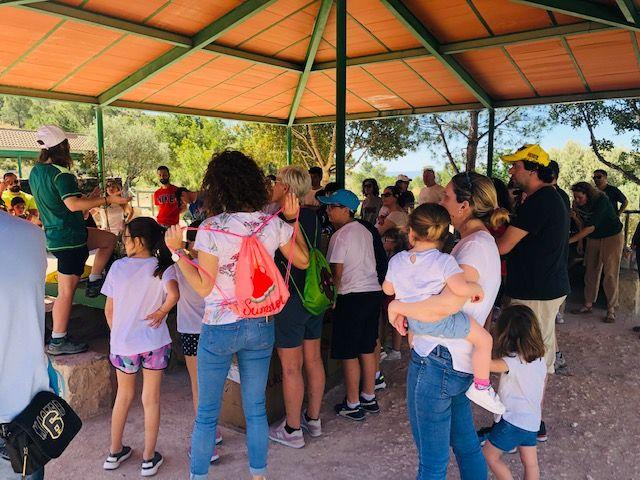 Más de medio centenar de trabajadores de la compañía murciana y sus familiares compartieron una jornada marcada por la concienciación, en la que se plantaron en torno a 200 árboles y arbustos de diferentes especies autóctonas - 1, Foto 1