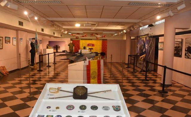 Más de 600 personas visitan la exposición organizada con motivo del 25 aniversario del Escuadrón de Vigilancia Aérea número 13, en la sala municipal