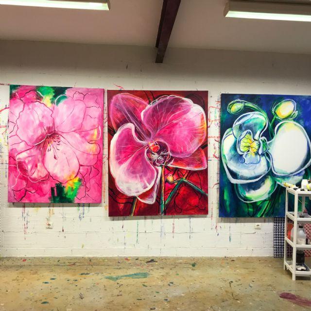 El Palació Almudí acoge una exposición de obra reciente de MUHER sobre temática floral, Foto 2