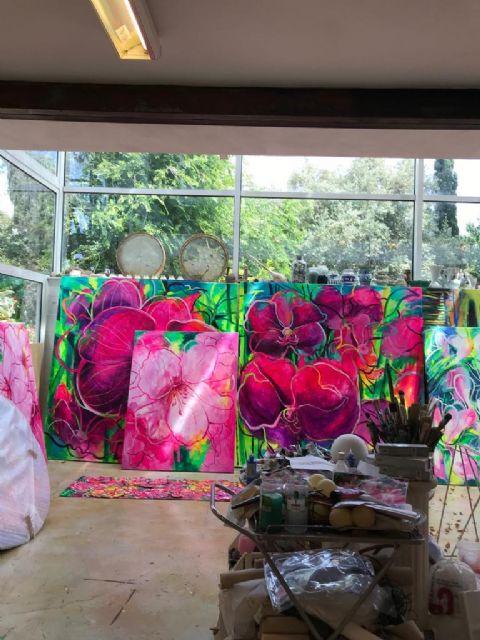 El Palació Almudí acoge una exposición de obra reciente de MUHER sobre temática floral, Foto 9