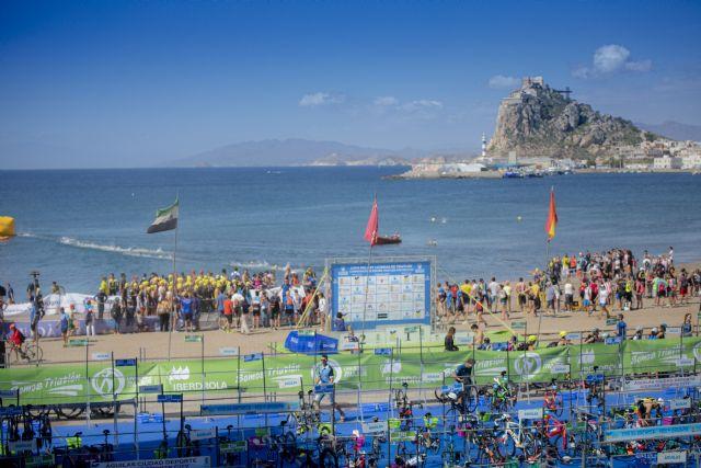 El Ayuntamiento y la Federación Española de Triatlón (FETRI) renuevan el convenio que convierte a Águilas en ciudad preferente para la organización de campeonatos de España de triatlón - 1, Foto 1
