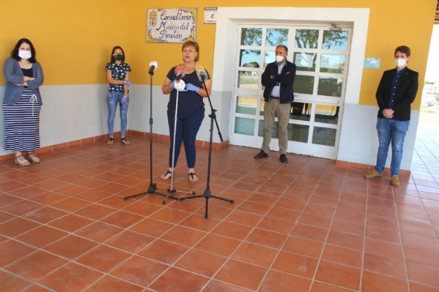 Municipal authorities and neighborhood officials explain the plans that the Public Administrations have for the reopening of the El Paretón-Cantareros Medical Clinic by COVID-19