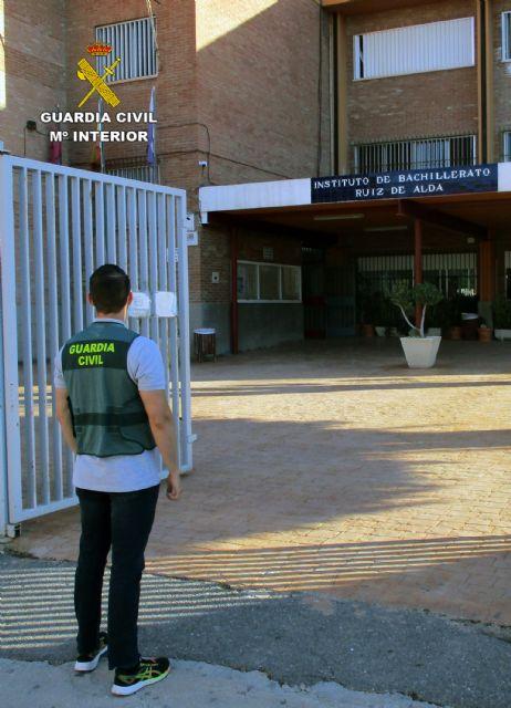 La Guardia Civil investiga a una joven, menor de edad, por la amenaza de bomba a un Instituto de San Javier - 2, Foto 2