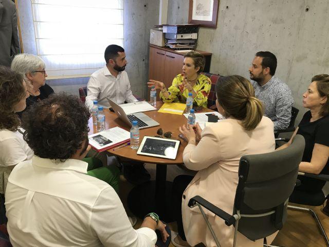 La consejera de Educación se reúne con el coordinador de los Premios Mandarache, Alberto Soler - 1, Foto 1