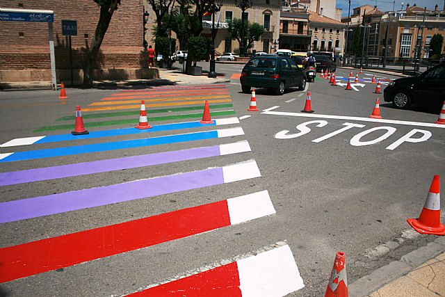The refinishing of the pedestrian crossings with the colors of the rainbow flag in the Plaza de la Constitución to raise awareness of the rights of the LGTBI collective