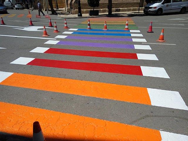 El PP denuncia la ilegalidad de pintar los pasos para peatones de colores y exige su restitución inmediata, Foto 1