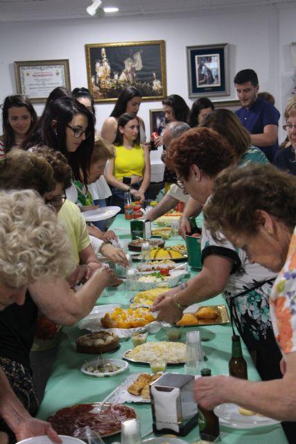 La Asociación de Amas de Casa muestra sus habilidades gastronómicas con motivo de las Fiestas - 2, Foto 2