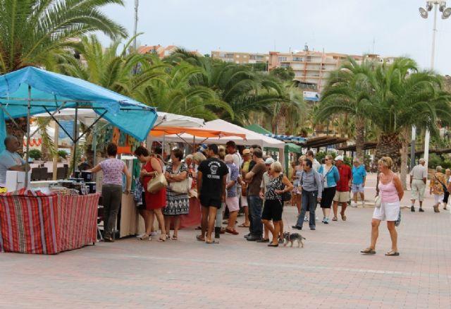 El Mercado Artesano de Puerto de Mazarrón estrena horario de verano 2019, Foto 1