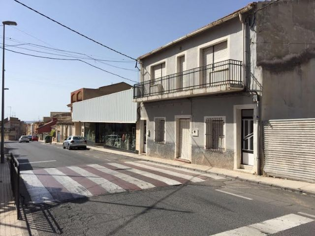 More than 40 families in Santa Eulalia Avenue have solved the pressure problems in the potable water network that they have been suffering for years. The works, with a budget of 7,600 euros, have consisted in connecting the network with the one of th, Foto 1