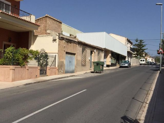 More than 40 families in Santa Eulalia Avenue have solved the pressure problems in the potable water network that they have been suffering for years. The works, with a budget of 7,600 euros, have consisted in connecting the network with the one of th - 4