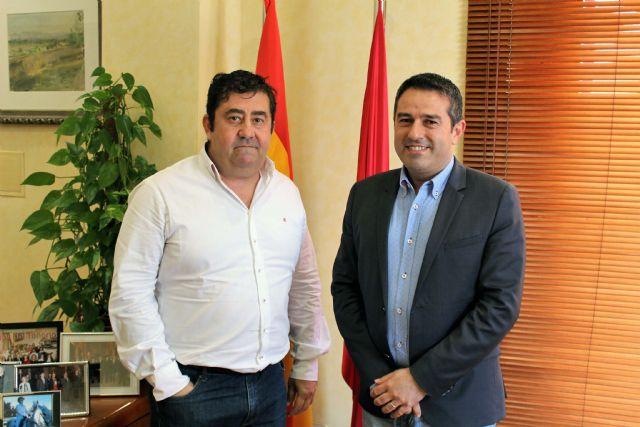 El alcalde recibe al nuevo presidente de la Junta de Hermandades y Cofradías Pasionarias - 1, Foto 1