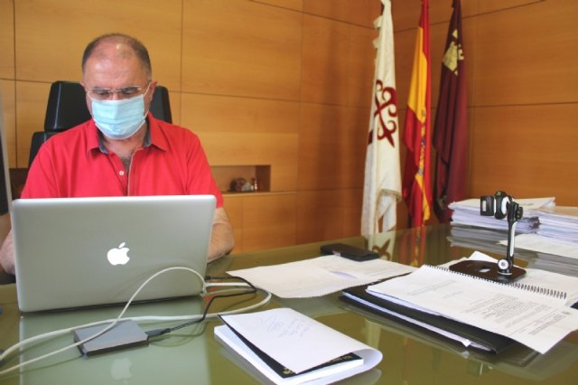 The mayor urges citizens to make the mask compulsory in all places
