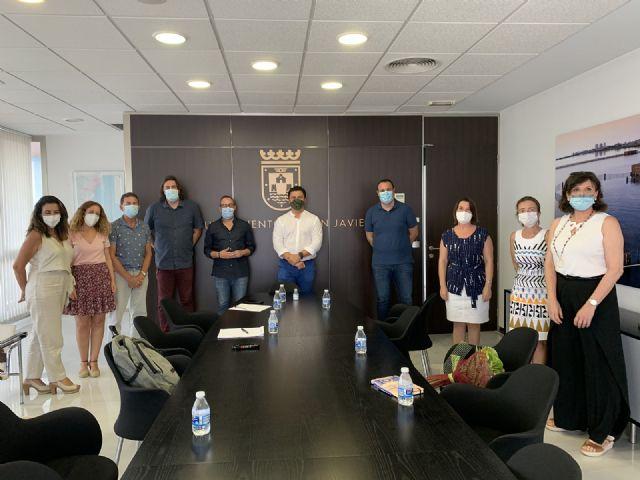 El alcalde, José Miguel  Luengo se reúne con los directores de los colegios del municipio para abordar la despedida del curso y preparar el siguiente, ambos marcos por la pandemia - 1, Foto 1