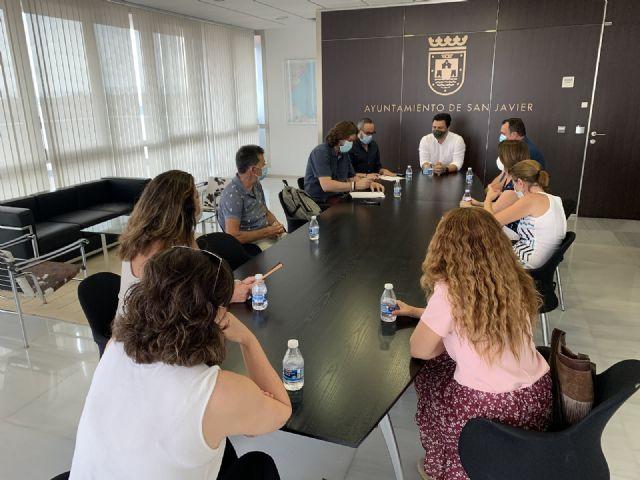 El alcalde, José Miguel  Luengo se reúne con los directores de los colegios del municipio para abordar la despedida del curso y preparar el siguiente, ambos marcos por la pandemia - 3, Foto 3