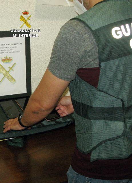 La Guardia Civil desmantela un grupo delictivo dedicado a la sustracción y comercialización ilícita de teléfonos móviles, Foto 1