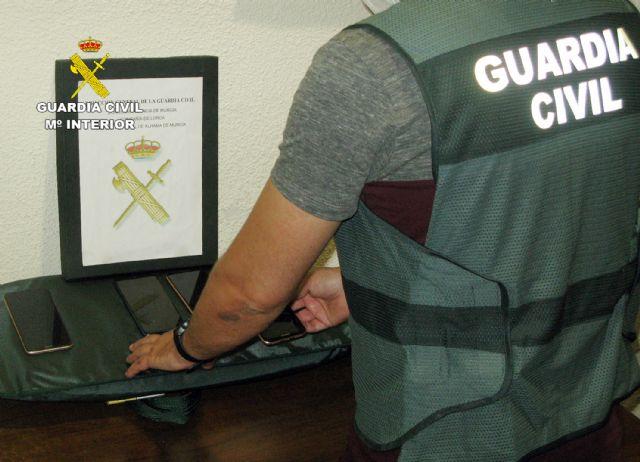 La Guardia Civil desmantela un grupo delictivo dedicado a la sustracción y comercialización ilícita de teléfonos móviles, Foto 2