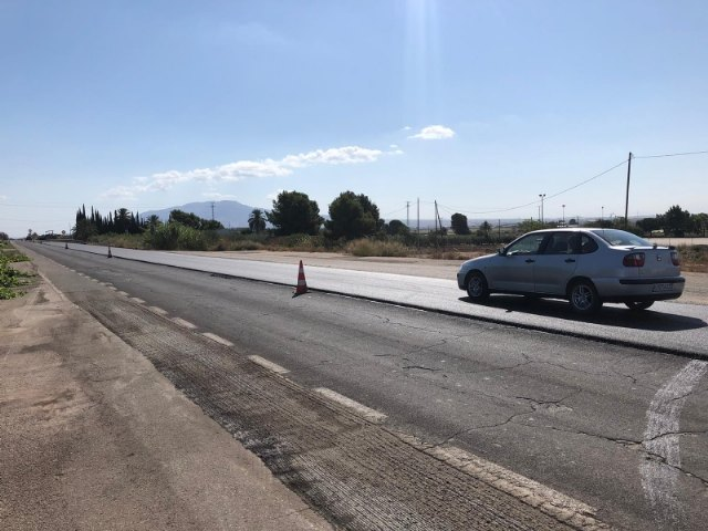 [They repair the road surface of several sections of the N-340 that connects Totana and Alhama, which was in a state of significant deterioration