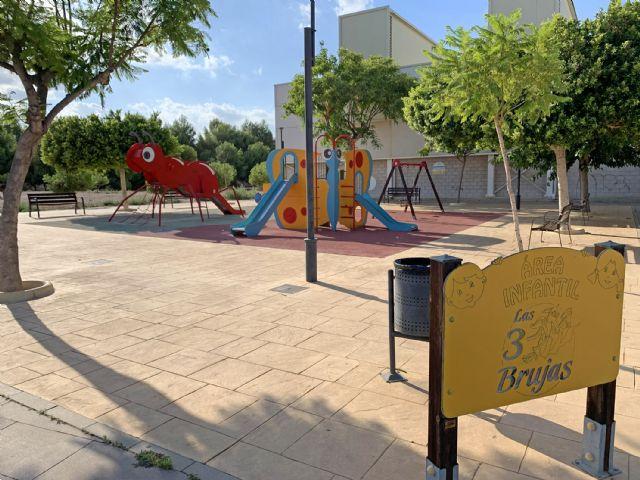 El parque infantil de Las Tres Brujas contará con una zona de sombra y nuevo suelo - 1, Foto 1