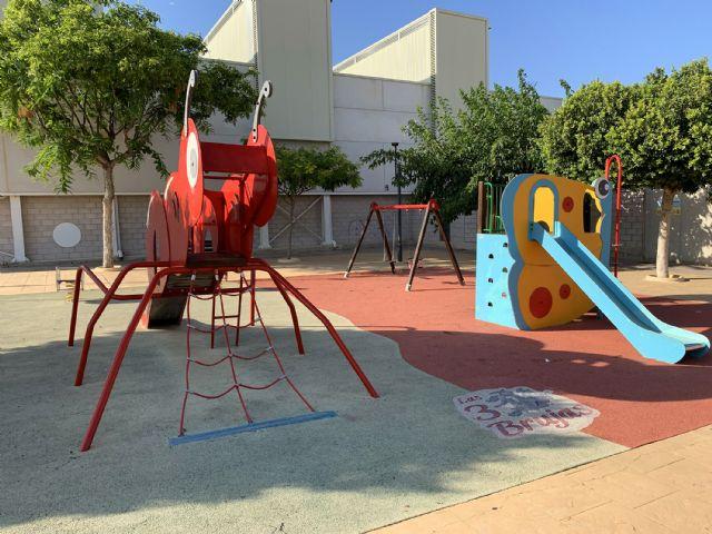 El parque infantil de Las Tres Brujas contará con una zona de sombra y nuevo suelo - 3, Foto 3