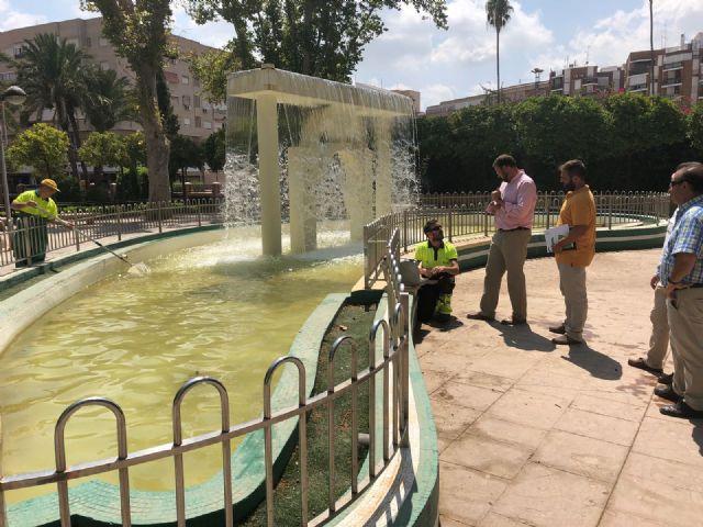 El Ayuntamiento realiza una limpieza exhaustiva de los principales lagos de Murcia. - 2, Foto 2