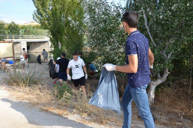 Voluntarios recogen 50 kilos de basura de la ribera del río Argos en Calasparra - 2, Foto 2