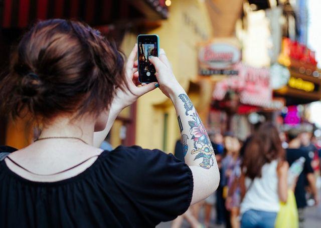 El 30% de los viajeros todavía lleva cámara de fotos