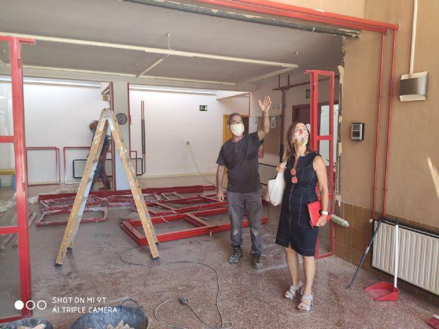 La Escuela Infantil La Ermita de La Alberca renueva sus dos puertas principales de entrada - 1, Foto 1