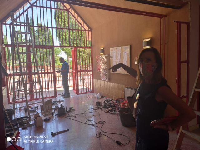 La Escuela Infantil La Ermita de La Alberca renueva sus dos puertas principales de entrada - 2, Foto 2