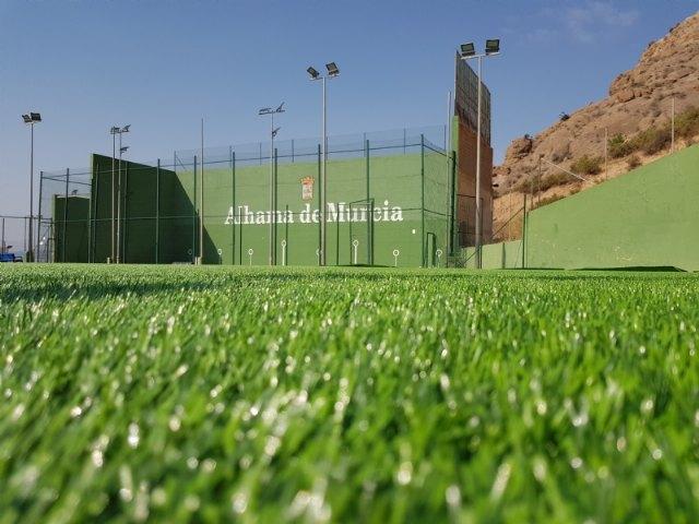 El Ayuntamiento instala un nuevo césped en el campo de fútbol de El Praíco - 1, Foto 1