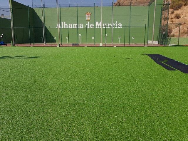 El Ayuntamiento instala un nuevo césped en el campo de fútbol de El Praíco - 2, Foto 2