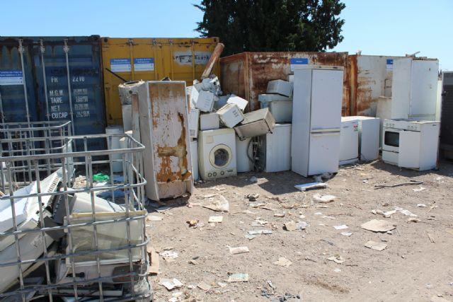 Se insta a los ciudadanos a utilizar el ecoparque municipal antes de hacer un mal uso de los contenedores distribuidos por el casco urbano y su extrarradio - 3, Foto 3