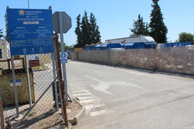 Se insta a los ciudadanos a utilizar el ecoparque municipal antes de hacer un mal uso de los contenedores distribuidos por el casco urbano y su extrarradio - 4, Foto 4
