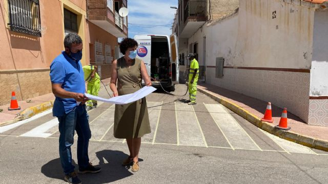 El Ayuntamiento de Puerto Lumbreras lleva a cabo el repintado de los pasos de peatones en casi 3000 metros cuadrados de calles del término municipal - 1, Foto 1