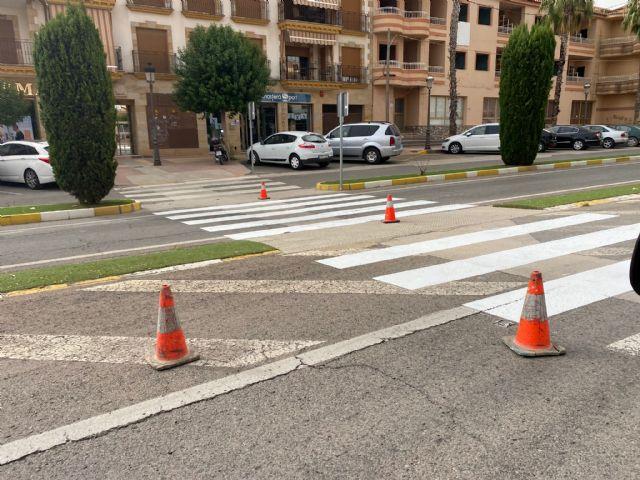 El Ayuntamiento de Puerto Lumbreras lleva a cabo el repintado de los pasos de peatones en casi 3000 metros cuadrados de calles del término municipal - 2, Foto 2