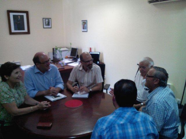 Foto de archivo de un encuentro mantenido por el Alcalde de Aledo y Directivos de CEBAG en agosto de 2015, Foto 1