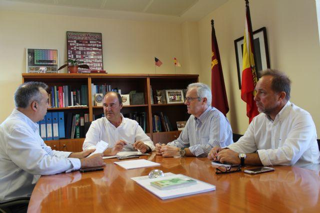 Fulgencio Pérez se reúne con representan tes de Agroseguro y de los productores de tomate de la zona de Mula - 1, Foto 1