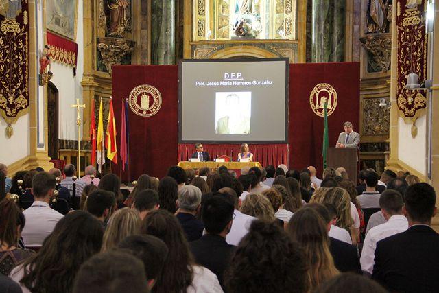 Medicina de la UCAM homenajea al Dr. Herreros en la bienvenida a su séptima promoción - 1, Foto 1