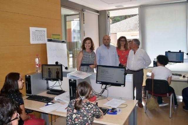 El SEF forma en tareas administrativas a una quincena de personas con discapacidad, Foto 2
