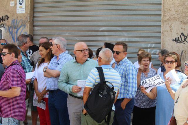Ciudadanos comparte con los vecinos de San Antón su plan de choque contra los solares abandonados en todo el municipio - 1, Foto 1