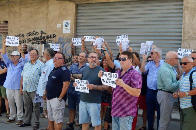 CTSSP apoya gran concentración vecinal en San Antón, en protesta por la suciedad de los solares abandonados - 1, Foto 1