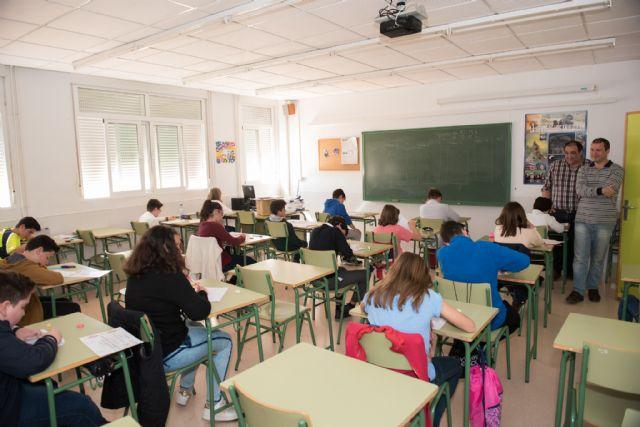Cerca de 2.000 alumnos comienzan el curso en los institutos del municipio - 1, Foto 1