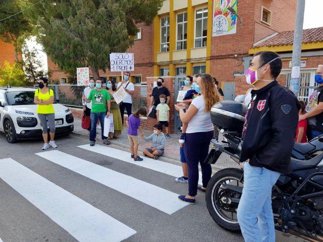 José López se congratula de que la Consejería recule ante la presión de los padres y conceda un profesor más al CEIP `Azorín´ - 1, Foto 1