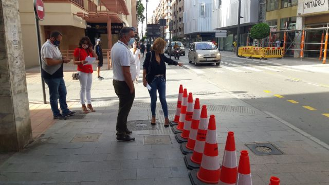 El alcalde del PSOE mete un carril para el tráfico invadiendo la mitad de la acera en plena avenida Juan Carlos I - 1, Foto 1