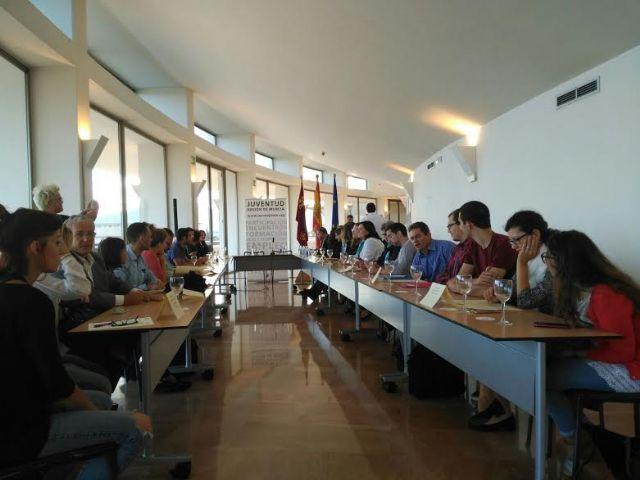 El Ayuntamiento suscribe el convenio para posibilitar la realizaci�n de pr�cticas formativas a dos j�venes europeas en esta entidad local, Foto 4
