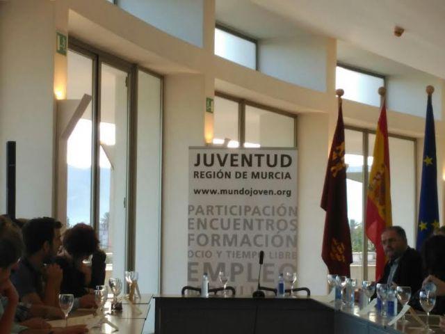 El Ayuntamiento suscribe el convenio para posibilitar la realizaci�n de pr�cticas formativas a dos j�venes europeas en esta entidad local, Foto 5