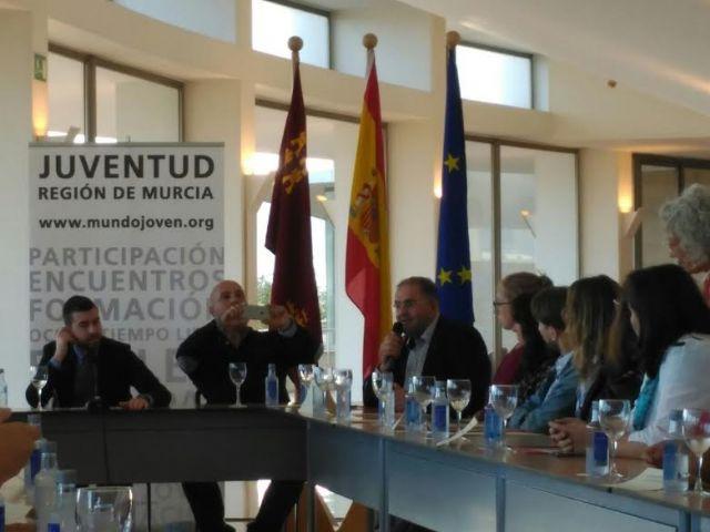 El Ayuntamiento suscribe el convenio para posibilitar la realizaci�n de pr�cticas formativas a dos j�venes europeas en esta entidad local, Foto 7