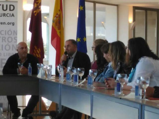 El Ayuntamiento suscribe el convenio para posibilitar la realizaci�n de pr�cticas formativas a dos j�venes europeas en esta entidad local, Foto 8