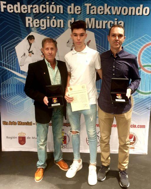 Pedro Alonso y Ángel Morales premiados con la medalla de plata al mérito deportivo en taekwondo, Foto 1